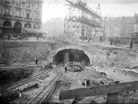 Tunnel cut and cover method of construction of the Paris Metro