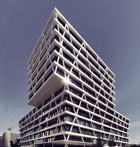 Modern building with external truss system